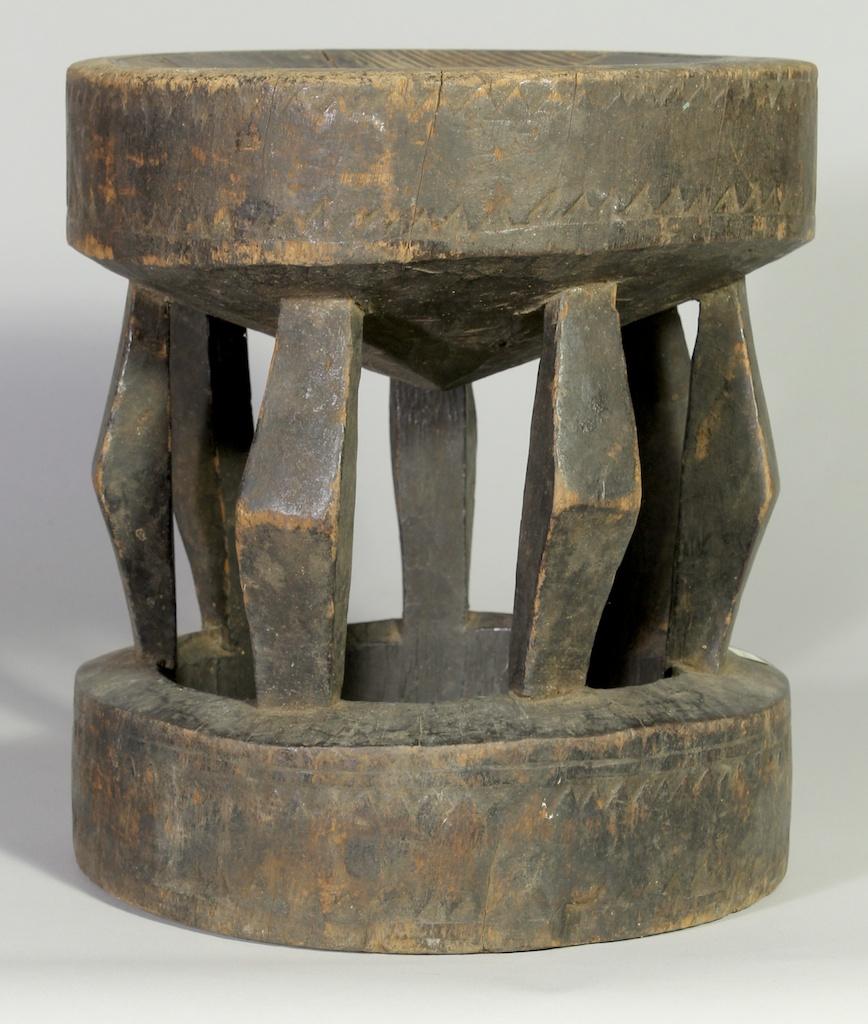 227 Old Gurmantche round stool (1)