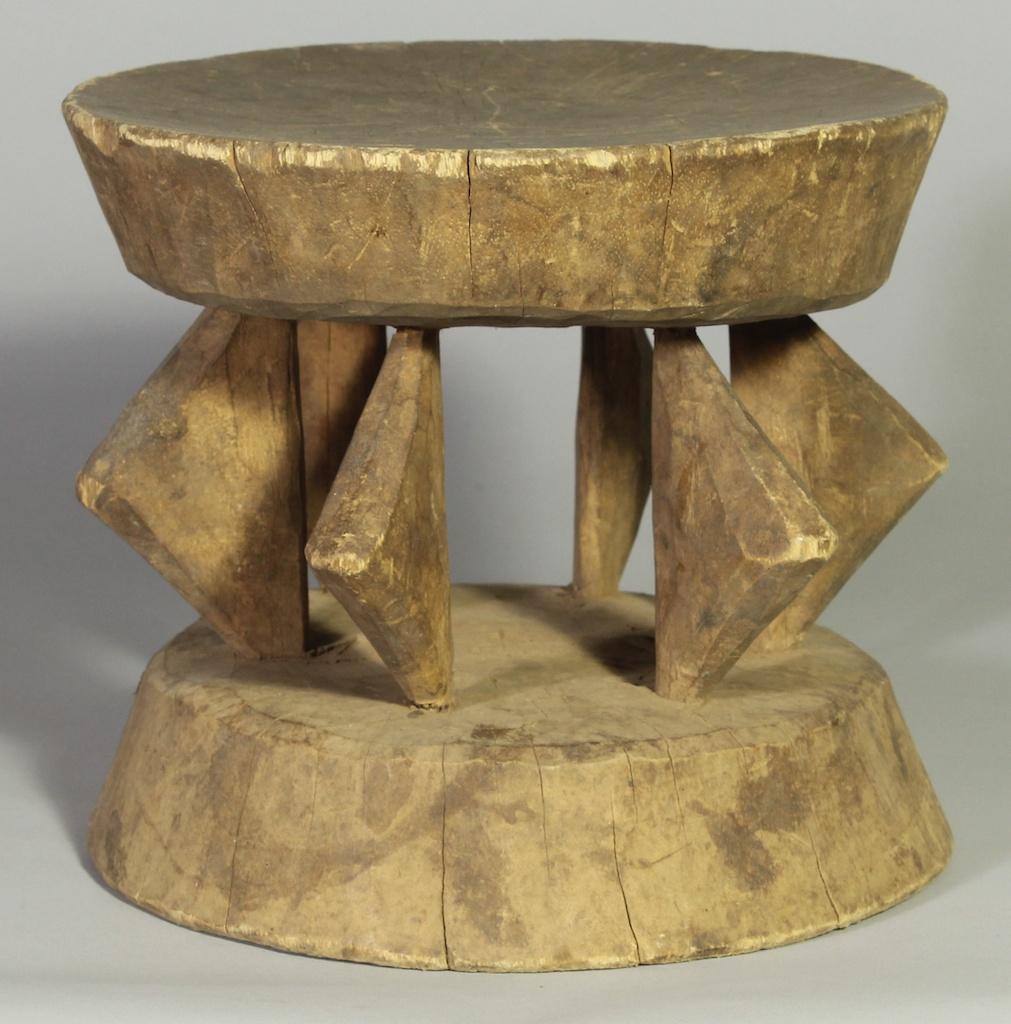 237 Old Gurmantche round stool (1)
