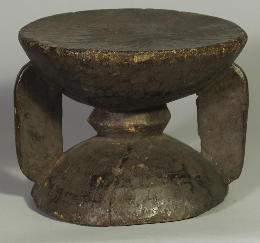 241 Old Gurmantche short round stool (1)