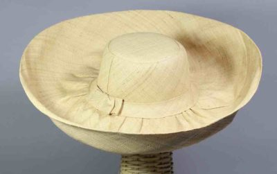 Lightweight ladies' raffia sun hat, natural color, wide brim